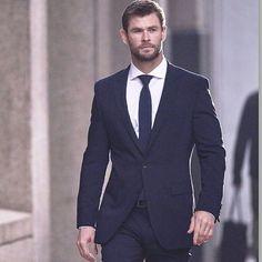 Chris Hemsworth for Hugo Boss. Chris Hemsworth Kids, Hemsworth Brothers, Snowwhite And The Huntsman, Men Hair Color, Evolution Of Fashion, Sharp Dressed Man, Beautiful People, Gorgeous Guys, Beautiful Pictures