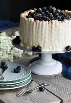 Lemon layer cake with blackberry filling o-O Yummy Treats, Delicious Desserts, Sweet Treats, Yummy Food, Lemon Layer Cakes, Dark Food Photography, Romantic Meals, Just Cakes, Piece Of Cakes