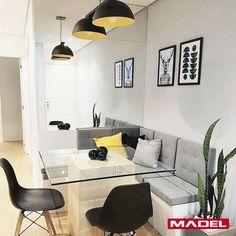 """Você sabe o que é """"Canto Alemão""""? Inspirado nos bares da Alemanha, sua estrutura é composta por mesa, sofá e cadeiras. Opção muito interessante para diversos ambientes, como cozinha, sala de jantar e até mesmo em áreas externas. Inspire-se! #madel #madelmadeiras #cantoalemao #decoracaodeinteriores"""