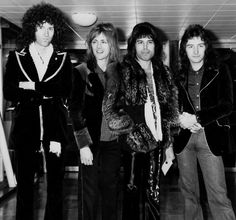 """After 23 years since the death of Mercury, because the Queen remain one of the most enduring and influential bands of all time? May says that is about the quality of their songs. The fact that the four band members were also authors in constant competition with each other has helped to hone their skills: """" We were very lucky because we found the ability to amalgamating among ourselves and with one of the greatest singers of all time. Roger and I, even though we fight like cats and dogs, is…"""