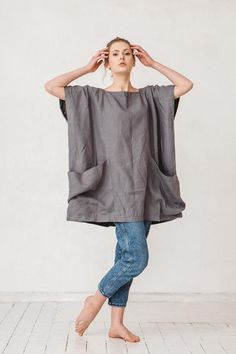 Oversized dark platinum grey linen tunic Linen tunic with two big pockets Tunic Minimal linen tunic Linen tunic Stone washed Linen Tunic Dress, Linen Dresses, Sewing Clothes, Diy Clothes, Mode Kimono, Mode Hippie, Platinum Grey, Juicy Couture, Tunic Tops