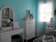 Tiffany blue bedroom... just gorgeous! I know you want the other thing we talked about but this is awesome!!!
