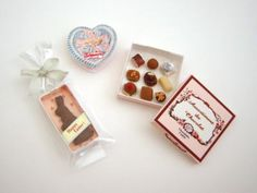 Miniature Chocolates.  http://daily-antiques.ocnk.net/
