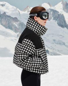 Moncler - Cropped Houndstooth Down Jacket - Womens - Black White Ski Fashion, Look Fashion, Winter Fashion, Mode Au Ski, Moncler Jacket Women, Snow Day Outfit, Ski Wear, Matches Fashion, Houndstooth
