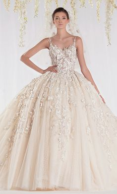 Challenge yourself with this Ziad Nakad Haute Couture. jigsaw puzzle for free. Stunning Wedding Dresses, White Wedding Dresses, Beautiful Gowns, Beautiful Bride, Bridal Dresses, Bridesmaid Dresses, Wedding Gowns, Romantic Dresses, Wedding Attire