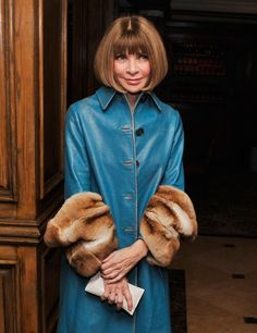 They say age is just a number and wow, that couldn't be more true for Anna Wintour. The Vogue Editor-in-Chief turns 65 today and is still looking like a million bucks. Anna Wintor, Vogue Editor In Chief, Anna Wintour Style, Advanced Style, Young Designers, Vogue Magazine, Love Her Style, Fashion Editor, World Of Fashion