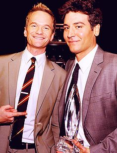 Neil Patrick Harris and Josh Radnor dem hotties How I Met Your Mother, Ted And Robin, Marshall And Lily, Ted Mosby, Mother Pictures, Neil Patrick Harris, Indie, Himym, Raining Men
