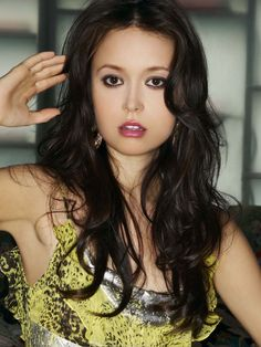 Summer Glau is badass! She was so cool in firefly and shes gorgeous!