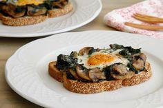 Rehogado de espinacas y champiñones, con huevo
