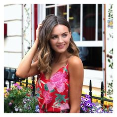 1.7m Followers, 325 Following, 2,168 Posts - See Instagram photos and videos from Niomi Smart (@niomismart)