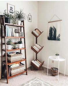 plantshelfie plantlove plants lightandbright livingroom livingroomideas livingroomdecor is part of Bookshelf decor - Interior Design Living Room Warm, Living Room Designs, Small Room Interior, Beach Interior Design, Cool Bookshelves, Ladder Bookshelf, Book Shelves, Shelves With Baskets, Leaning Shelves