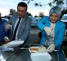 Atakum'da Köy Konağında İftar: Atakum Belediye Başkanı İshak Taşçı, Çobanözü Köy Konağı'nda gerçekleştirilen iftar buluşmasında eşi Fatma…