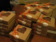 Fudge brownie wedding favors.... Brownie Packaging, Baking Packaging, Dessert Packaging, Cool Packaging, Packaging Ideas, Edible Favors, Edible Wedding Favors, Wedding Favor Boxes, Party Favors