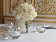 wedding centerpiece @ SALONS FRANCE-AMÉRIQUES by Un peu, beaucoup...  http://www.unpeu-beaucoup.com/