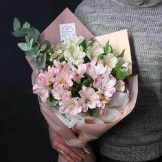 Дополним самые важные слова цветами ✨✨ Стоимость со скидкой 10%: 1485 руб Состав: Альстромерия, астранция, эвкалипт цинерия, арт С любовью Fashion Flowers #Fashion_Flowers_38 #БукетДняИркутск #корзинаFF #цветыИркутск