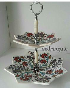 HUZUR SOKAĞI (Yaşamaya Değer Hobiler) Turkish Art, Pottery Painting, Types Of Art, Tiered Cakes, Ceramic Bowls, Ceramics, Fruit Bowls, Mirror, Ceramica
