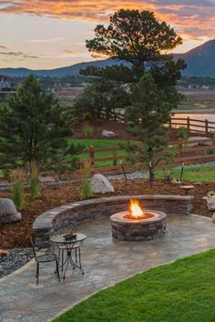 Without seating a fire pit is useless. After all, what do we do with fire pits? We sit around them and enjoy the ambient light in darkness and the heat in the cool evening. If you need seating for your fire pit, whether for your backyard or camp, here is a great collection of fire pit seating ideas - includes DIY options, benches, logs, patio furniture and camping furniture. Fire Pit Bench, Fire Pit Seating, Fire Pit Area, Backyard Seating, Fire Pit Backyard, Backyard Patio, Backyard Landscaping, Back Yard Fire Pit, Backyard Ideas