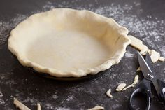 How to Blind Bake a Pie Crust and Prevent Shrinking and Slumping - Pinch My Salt Blind Bake Pie Crust, Baked Pie Crust, Pie Crusts, Pie Dough Recipe, Pie Crust Recipes, Food Network Recipes, Cooking Recipes, Pie Decoration, Perfect Pie Crust