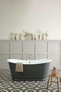 Das Model Birmingham beeindruckt durch seine massive Form, die dennoch sehr elegant ist. Diese Gusseisen #Badewanne weißt herrlich geschwungene Wannenränder auf, die von zeitloser Eleganz sind. Da die äußere Form an klassische Waschzuber angelehnt ist, benötigt diese #Badewanne keine Füße. http://www.baedermax.ch/freistehende-badewannen/guss/birmingham-93ci.html