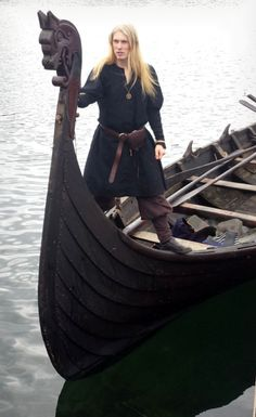 Voice of Nature Medieval and viking fair at Sunnmøre Middelalderfestival, Norway. - Billy The Friendly Viking Men, Viking Life, Viking Ship, Viking Warrior, Viking Clothing, Viking Jewelry, Ancient Jewelry, Iron Age, Viking Longboat