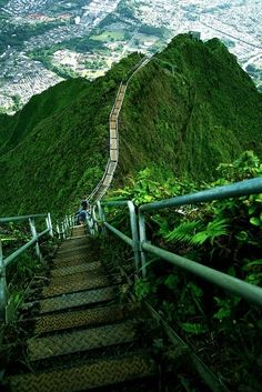 Haiku Stairs - Stairway to heaven, Oahu, Hawaii. I want to do this next time in Oahu! Places Around The World, Oh The Places You'll Go, Places To Travel, Places To Visit, Around The Worlds, Dream Vacations, Vacation Spots, Beautiful World, Beautiful Places