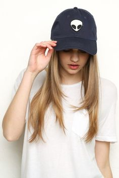 Navy Alien Patch Brandy❤️Melville Hat Only worn a few times on vacation. Hats just look funny on me! Adjustable back. Alien Hat, Cute Hats, Mode Hijab, Cute Outfits, Summer Outfits, Bad Hair Day, Tumblr Girls, Dad Hats, Baseball Caps