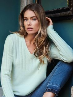 Ribbed V-neck sweater in cashmere spandex blend. The cashmere spandex blend ensures optimum wear comfort. Shop trendy summer cardigans and sweaters now at REPEAT cashmere. Doutzen Kroes, Jade, Vogue Spain, Vogue Korea, Campaign Fashion, Looks Chic, Trends, Model Pictures, Spandex