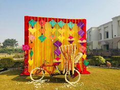 Looking for quirky and creative décor ideas for your wedding events? We've got some kite decoration ideas that can make any event bright and colourful. Take a look. Diy Wedding Photo Booth, Wedding Backdrop Design, Desi Wedding Decor, Marriage Decoration, Wedding Stage Decorations, Backdrop Decorations, Wedding Events, Wedding Backdrops, Wedding Pins