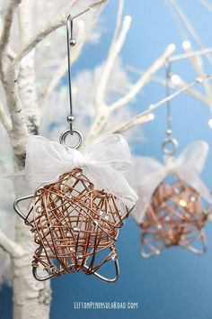Beaded Wire-Wrapped Christmas ornaments. Follow the tutorial to make some for your own tree!