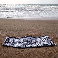"""Gefällt 6 Mal, 0 Kommentare - Mühlihäxli (@muehlihaexli.ch) auf Instagram: """"Stirnbänder von Mühlihäxli sind auch am Meer ein tolles Accessoire! Danke für das wunderbare…"""" Boho Shorts, Beach Mat, Outdoor Blanket, Instagram, Women, Fashion, Accessories, Useful Gifts, Thanks"""