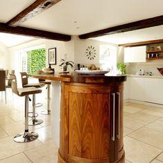 Küchen Küchenideen Küchengeräte Wohnideen Möbel Dekoration Decoration Living Idea Interiors home kitchen - Nussbaum und Parapan Küche mit Halbinsel …
