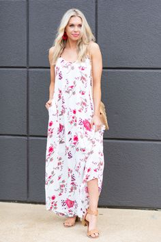 Your love for this dress is certain! That light floral print is so feminine and pretty! Beach Dresses, Maxi Dresses, New Fashion, Fashion Outfits, Photo Retouching, Dead Gorgeous, Image Editing, Fashion Essentials, Dress Ideas