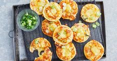 We've taken classic ham and cheese impossible quiche and cooked it in a Kmart pie maker, perfect for lunchboxes or as an after-school snack. Quiche Recipes, Pie Recipes, Cooking Recipes, Pastry Recipes, Yummy Recipes, Recipies, Vegan Recipes, Dinner Recipes, Impossible Quiche