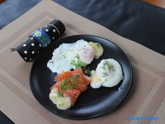 Carole's Chatter: Julia's poached eggs New Egg, Hollandaise Sauce, Egg And I, Poached Eggs, Smoked Salmon, Kitchen Gadgets, Cooking Tips, Quotations, Friday
