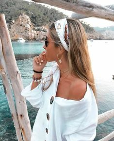 45 Chic Summer Hairstyles with Headscarves hair scarf styles headband hairstyles scarf hairstyles headband hairstyles hair accessories summer hairstyles Scarf Hairstyles, Cute Hairstyles, Bandana Hairstyles For Long Hair, Beach Hairstyles, Hair With Bandana, Hairstyles With Headbands, Hairstyles For Summer, Wedding Hairstyles, Ladies Hairstyles