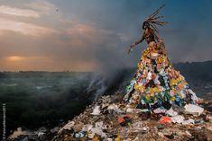 """Congreso Mundial de Parques de Sídney por Sandrine Beauchamp, cofundadora, y Fabrice Monteiro, fotógrafo de arte, retrata desde el surrealismo """"la realidad de unos recursos naturales frágiles y limitados"""","""