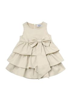 A look for every it baby: this is how the famous children's children will dress - Babykleidung Girls Dresses Sewing, Frocks For Girls, Little Girl Dresses, Toddler Girl Dresses, Baby Frock Pattern, Baby Girl Dress Patterns, Baby Frocks Designs, Kids Frocks Design, Baby Girl Frock Design