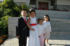 4 kids here at the temple