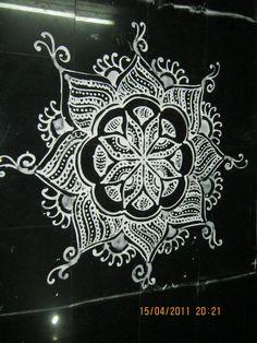 30 Creative Kolam Rangoli Designs for this Festival season Rangoli Patterns, Rangoli Ideas, Kolam Rangoli, Zentangle Patterns, Zentangles, Padi Kolam, Mandala Pattern, Mandala Design, Mandala Art
