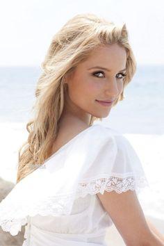 Dianna Elise Agron1 (Savannah, Georgia, Estados Unidos; 30 de abril de 1986), es una actriz, cantante y bailarina estadounidense que ocasionalmente también trabaja como modelo, productora, escritora, directora y fotógrafa.