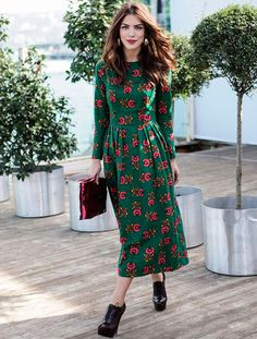 Midi green dress street style                                                                                                                                                                                 Mais
