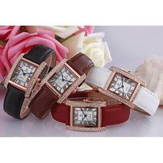 WWR-Diamond-Luxury-Lady Montre Stylé avec son magnifique bracelet cuir véritable et son petit cadran rectangulaire orné de strass Fashion Czech Diamonds.