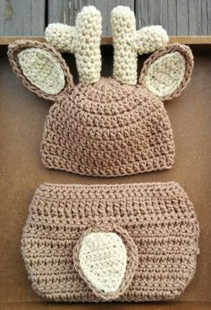 Crochet Newborn Deer Outfit! Very cute baby outfit and photo prop idea :) Diaper cover and hat with antlers