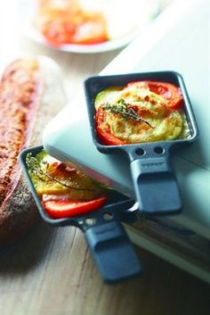 Chef Pierre D& Raclette with goat& cheese, tomatoes and zucchini Raclette Vegan, Raclette Recipes, Raclette Party, Fondue Recipes, Cheese Recipes, Fish Recipes, Gourmet Recipes, Vegetarian Recipes, Snacks