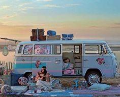 Un van décoré au masking tape, customisé, personnalisé / customized,