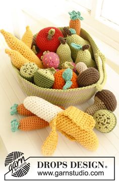Fruits and vegetables for a doll's tea set #crochet  banana, strawberry, carrot, orange, kiwi, mushroom, pear, apple.  On the Drops web site, you can also find a pattern for cupcakes.