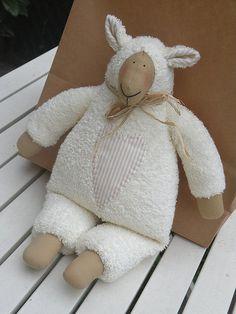 Tilda lamb - neutral colour | Flickr: Intercambio de fotos