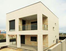 casa eficiente de hormigon vivienda minimalista construida en madrid por qcasa acerormigon qcasa madrid viviendas