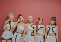 Kpop Girl Groups, Korean Girl Groups, Kpop Girls, Programa Musical, Kpop Outfits, Kpop Fashion, Melanie Martinez, New Girl, K Idols