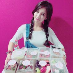 T-ara SoYeon shows her appreciation for the great meal ~ T-ara World ~ 티아라